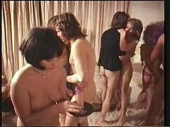 على فلام سكسي هندي الأرض في الحمام ، تعطي صديقتها الشابة نفسها لصدها الشاق
