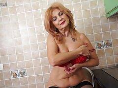 بعد احلى فلام سكسي 40 عامًا ، تبدأ النساء الشرجيات في الحكة من قلة ممارسة الجنس هناك