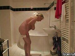 فتاة جميلة امتص فلام سكسي يراني في مرحاض مقهى